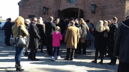 BISETTELSE: The Monroes-gitarist Eivind Rølles døde 18. mars, etter lengre tids kreftsykdom. 4. april bisettes han i Vestre Aker kirke i Oslo.  (Foto: TV 2)