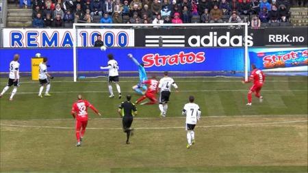 Erik Huseklepp nær scoring mot Rosenborg. (Foto: TV 2)