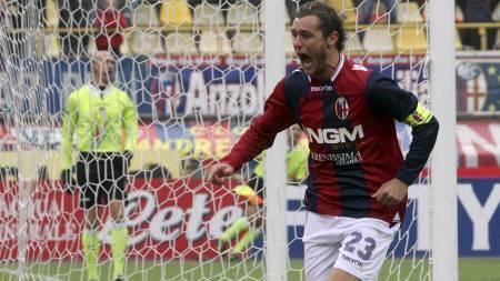 PÅ VEI BORT: Mye tyder på at Alessandro Diamanti spiller for en større klubb enn Bologna neste sesong. (Foto: Studio FN/Ap)