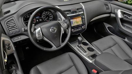 Slik ser det ut inne i Nissan Altima - USAs mest solgte bil akkurat nå.