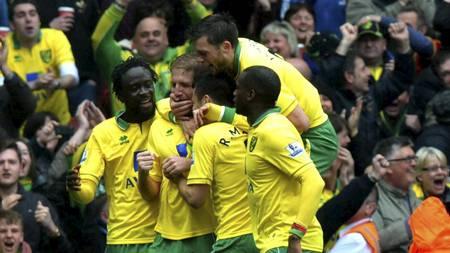 NORWICH-JUBEL: Stort å lede 1-0 for Norwich på Emirates. (Foto: Anthony Devlin/Pa Photos)