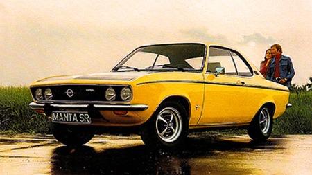 Opel Manta 1900 SR, med mattsvart panser og fartsstriper, akkurat som det skulle være på 70-tallet.