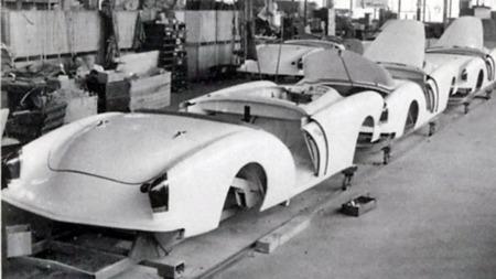 Kaiser Darrin hadde en annen, påkostet variant der den korte døren ble skjøvet forover og inn i skjermen.