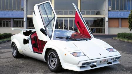 Bertone-designede Lamborghini Countach, her en Quattrovalvole-utgave fra 1985, var bilen som startet saksedør-fascinasjonen for en hel verden av bilentusiaster i 1973.
