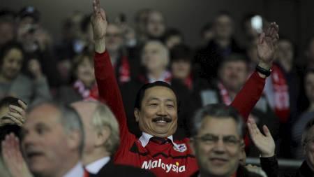 Cardiffs styreformann Vincent Tan jubler for opprykk til Premier League. (Foto: Nick Potts/Pa Photos)