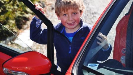 Som far så sønn, Eirik (5), ELSKER Ford Fiesta ST. Særlig når pappa gir gass!
