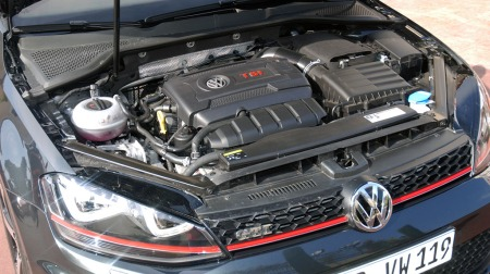 2-liter med turbo og 230 hk /3560 Nm.  (Foto: Benny Christensen)