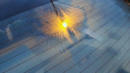 De har hjulpet deg til å holde varmen i hele vinter, uten at du kanskje har tenkt på dem. Men hvem fant egentlig opp varmetrådene i bakruta? Broom-redaksjonen har forgjeves lett etter svar... (Foto: Dennis Matheson/Wikipedia Commons)