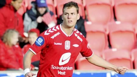 Branns   Zsolt Korcsmar jubler etter 0-1 under NM-kampen i fotball mellom Hødd   og Brann på Høddvoll i Ulsteinvik torsdag ettermiddag. Hødd vant 3-1.   (Foto: Hommedal, Marit/NTB scanpix)