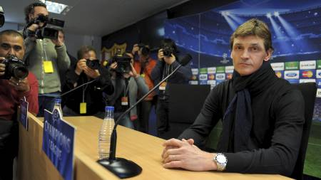 IKKE STRESSET:  Tito Vilanova mener det ikke er det viktigste at Barcelona scorer mot Bayern München. (Foto: LLUIS GENE/Afp)