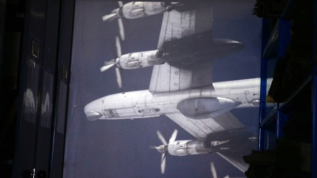 HEMMELIG: Spionbilder av russiske overvåkningsfly tatt utenfor   kysten av Nord-Norge på 80-tallet. (Foto: TV 2)