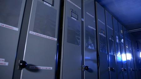 METER ETTER METER: Kjellerens materiale er svært omfattende.   (Foto: TV 2)