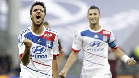 ØNSKET DUO: Lyon-duoen Clement Grenier og Maxime Gonalons er ønsket av Arsenal. (Foto: Laurent Cipriani/Ap)
