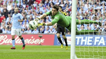 STORSPILT: Costel Pantilimon har vært solid mellom Manchester Citys stenger i FA-cupen. (Foto: GLYN KIRK/Afp)