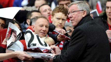 HYLLET: Alex Ferguson på Old Trafford før kampen (Foto: ANDREW YATES/Afp)