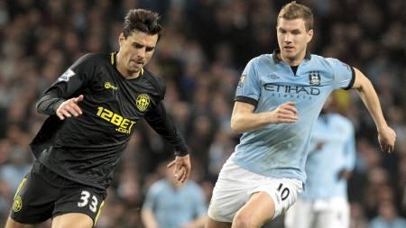 TROR PÅ SEIER: Paul Scharner tror Wigan kan slå Edin Dzeko og Manchester City i FA-cupfinalen. (Foto: LINDSEY PARNABY/Afp)