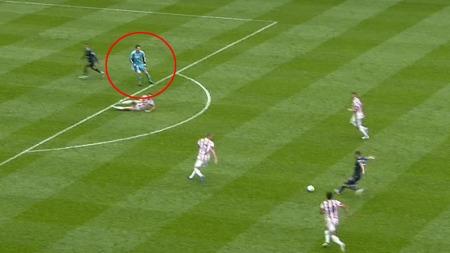 TABBE: Asmir Begovic var en plass han helst ikke burde vært da Tottenham utlignet.