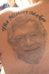 TATOVERT: Mahmood Maleki har Alex Ferguson på venstre skulderblad. (Foto: Privat)