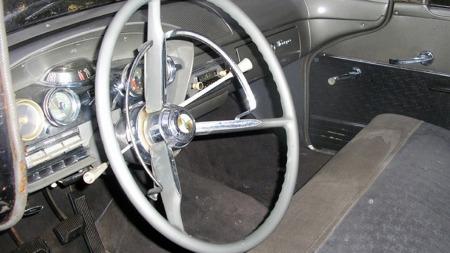 Det er tydelig at tilhørighet i samme eierfamilie helt siden 1961 har bidratt til å bevare denne artige gamle bilen. Men tre pedaler og manuell