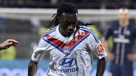 Lyonspiss Bafetimbi Gomis kan være på vei til en engelsk klubb i januar. (Foto: PHILIPPE MERLE/Afp)