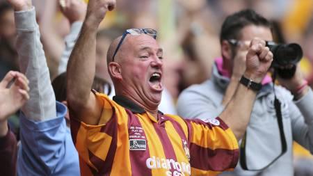 JUBLET: Bradford-fansen jublet for opprykket til League One. (Foto: Nick Potts/Pa Photos)