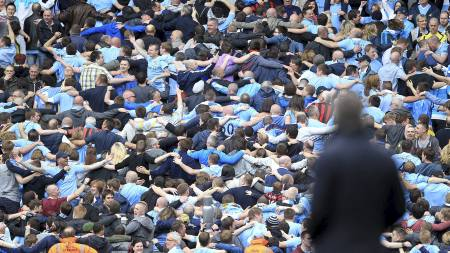 HYLLER MANCINI: Manchester City-supporterne er dypt skuffet over at Mancini måtte forlate klubben. (Foto: Mike Egerton/Pa Photos)