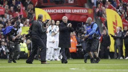 NY ÆRESVAKT: WBA vil også hylle Sir Alex Ferguson med ny æresvakt.   (Foto: Jon Super/Ap)