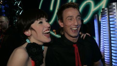 HEIER: Kjartan Salvesen slo Margaret på målstreken i «Idol» 2004. Nå heier han Margaret fram i MGP.  (Foto: Scanpix)
