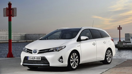 God plass, lekkert design, og eneste hybrid i segmentet gjør at 1800 Norske familier kommer til å kjøpe denne i år. Bilen lanseres i Norge rett etter sommerferien.