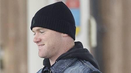 SMART SMIL: Wayne Rooney smiler lurt. Kanskje fordi en overgang   til Paris Saint-Germain vil gjøre ham uanstendig rik. (Foto: Eamonn and   James Clarke/Pa Photos)