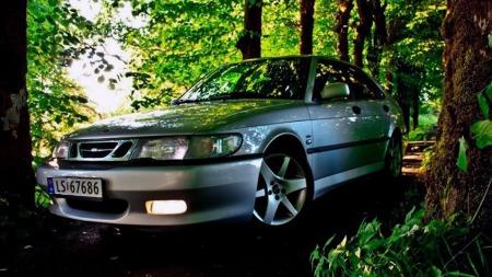 Joakim er glad i Saab, og trives godt med sin 9-3 som første bil. Helt problemfritt har eierskapet dog ikke vært, avslører han. (Foto: Privat)