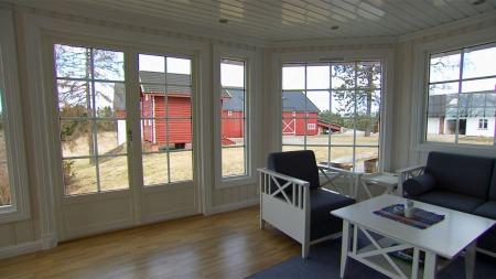 Bare en times kjøretur unna ligger Thor Gunnars gård. Idyllen er komplett – både inne og ute.  (Foto: TV 2)