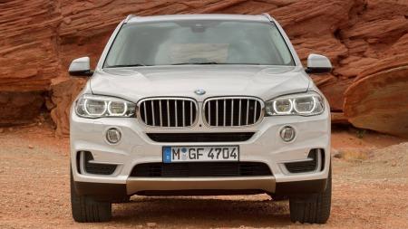 00 BMW X5 2014 hvit rett forfra