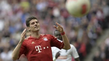 LEI AV BENKEN: Mario Gomez er lei av å sitte på benken i Bayern München. Nå kan han være på vei bort fra klubben. (Foto: CHRISTOF STACHE/Afp)