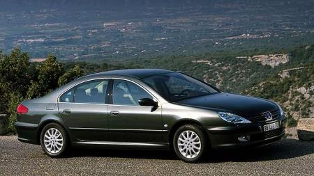 Peugeot 607 er en stor, komfortabel og luksuriøs bil. Ikke er den dyr heller...