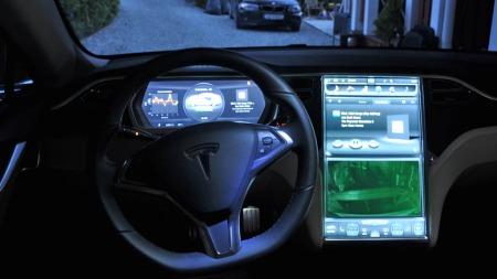 Skjermen i midtkonsollen er uten tvil den beste touchskjermen vi har vært borti. Systemet er ikke nødvendigvis bedre enn Audi og BMWs løsning med menyhjul og knapper - bare annerledes.