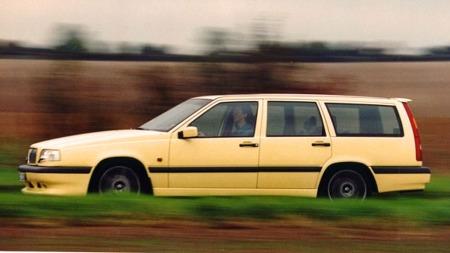 Den opprinnelige produksjonen var planlagt til 2500 biler, men adskillig flere ble bygget.  Og ¿ nei, ikke alle var gule¿
