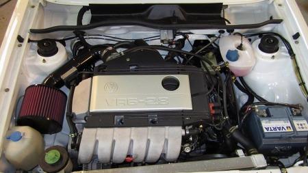 Hjertet i bilen er altså en grundig bearbeidet 2,8 liters VR6-motor, som etter behandlingen har 2,9 liters volum og trolig noen hester ekstra i forhold til de 190 den hadde til å begynne med. (Foto: Finn.no)