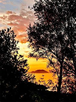 Solnedgang på Sunnmøre 29. mai. (Foto: Frida Brandal)