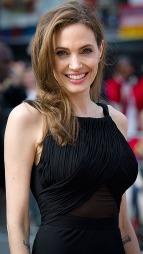 Angelina Jolie tilbake på den røde løperen etter operasjonen.  (Foto: Scanpix)