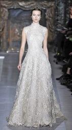 LUKSUS: Italienske Valentino er kjent for sine eksklusive kjoler, luksuriøse materialer og stjernespekkede kundeliste. Blir det noe slikt vi får se Madeleine i på lørdag? Haute Couture-kjole fra vår-sommerkolleksjonen 2013.
