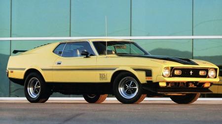 De store Mustangene gikk i min barndom med lakkert bensintank og rumpa i været, slik at den slakke bakruten ble nesten vannrett. En original Mach 1 var, og er fremdeles, en ekstremt tøff bil i mine øyne.