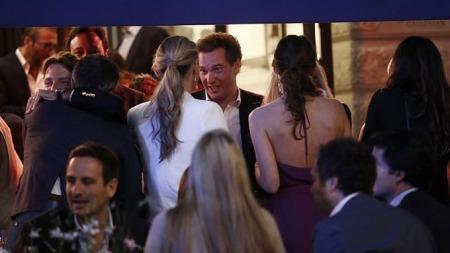 UTEN MADELEINE: Chris O'Neill festet uten sin forlovede torsdag kveld. Festen var på en nattklubb i bydelen Stureplan.  (Foto: All Over Press)