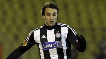 STORTALENT: Lazar Markovic debuterte for Serbia som 17-åring. (Foto: Darko Vojinovic/Ap)