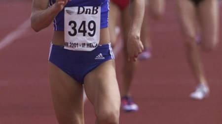 GULLVINNER: Her løper Kristin Roset inn til NM-gull på 800 meter i 2001. (Foto: Holm, Morten/NTB scanpix)
