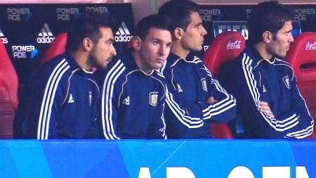 PÅ BENKEN: Lionel Messi kom først utpå i andre omgang i kampen mellom Argentina og Colombia, men klarte ikke å avgjøre kampen.