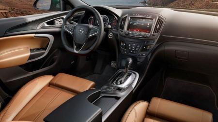 Etter fire år er det klart for facelift og oppgradering av Opel Insignia, slik ser den nye modellen ut innvendig.