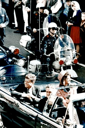 DREPT: Fotografiet viser John F. Kennedy bare minutter før han   ble drept den 22. november 1963.