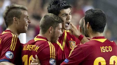 SPANSK JUBEL: Alvaro Morata (2 f.h.) har scoret i samtlige tre kamper i EM. (Foto: JACK GUEZ/Afp)