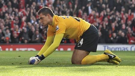 FRUSTRERT: Vito Mannone kan ha hentet ballen ut av Arsenal-målet for siste gang. (Foto: Neal Simpson/Pa Photos)